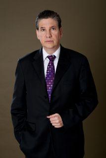 Raúl Benoit nació en Cali, Colombia.