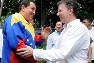 El presidente venezolano Hugo Chávez le regaló a su homólogo Juan Manue...