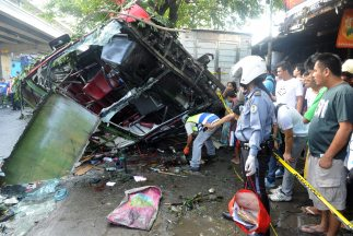 Mueren al menos 21 tras accidente en Manila.