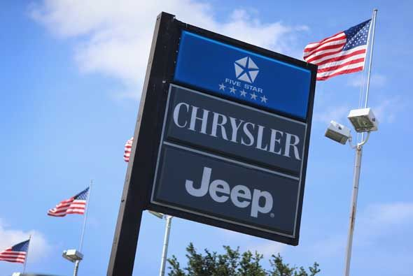 Chrysler lanzó una campaña en el mes de octubre conta el cáncer de mama.