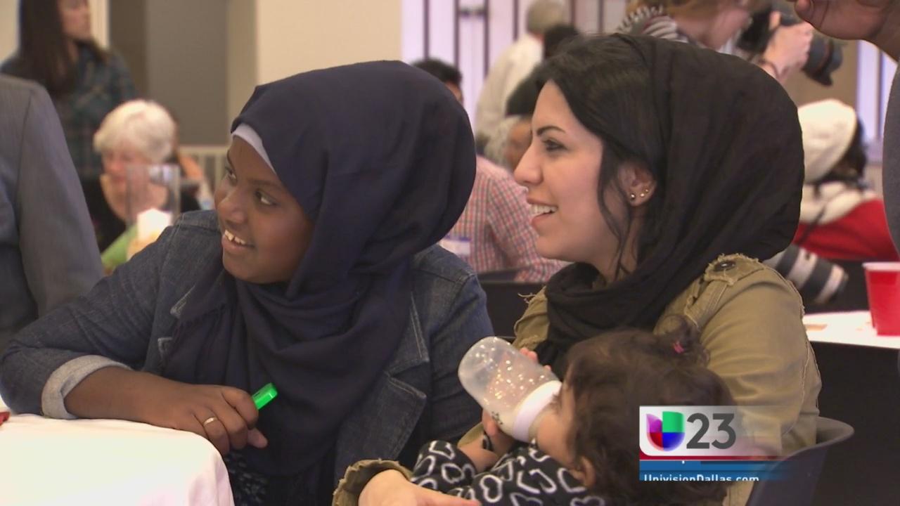 Refugiados disfrutan de Acción de Gracias
