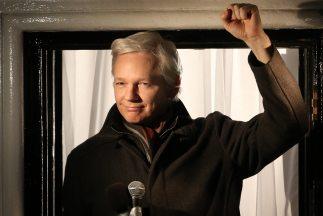 """El fundador de WikiLeaks denunció la """"ocupación militar"""" de Internet ant..."""