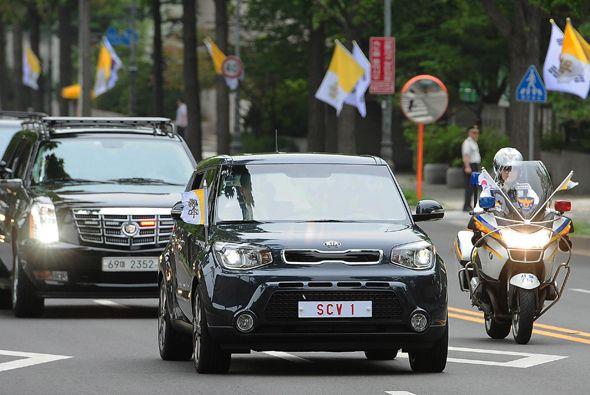 El Papa Francisco seleccionó un Kia Soul para transportarse durante su v...