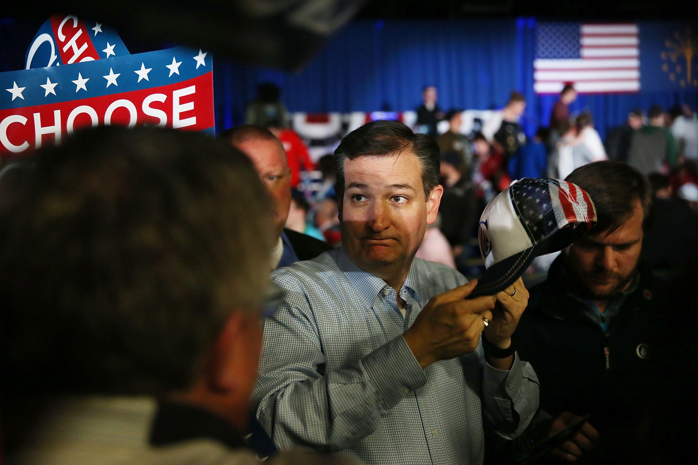 El republicano ted cruz apretando al ceo de facebook mark zuckerberg - 5 9