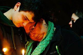 La masacre en la escuela Sandy Hook de Newtown, Connecticut, enlutó a Es...