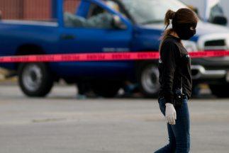 Pistoleros abrieron fuego contra un grupo de personas en un taller de au...