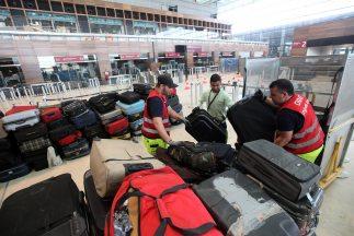 Los detenidos insertaban cargamentos de drogas en maletas, informa el re...