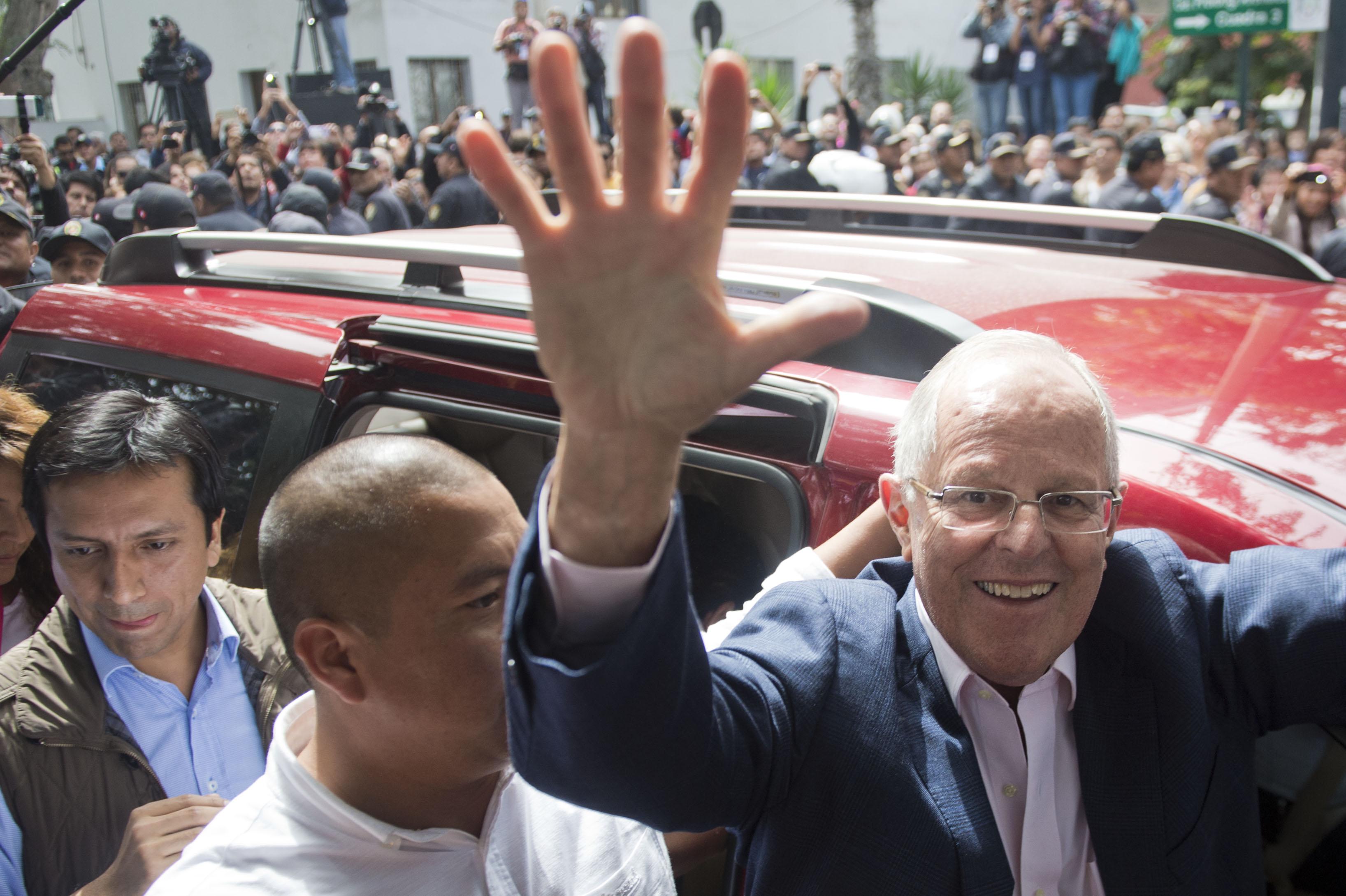 """Kuczynski pidió votar a """"conciencia y con alegría por la democracia""""."""