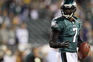 Michael Vick aún siente que tiene cuatro años más por dar en la NFL (AP-...