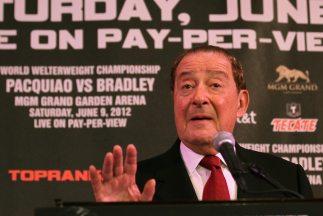 Bob Arum acusó a Mayweather de ser el que no quiere pelear con Manny Pac...