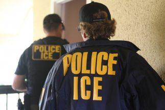 Oficiales de ICE, durante un operativo. Foto Gentileza ICE.