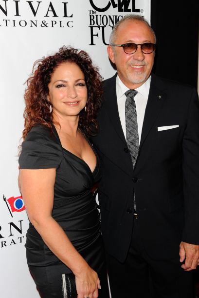 Gloria y Emilio Estefan recibieron el premio 'Sand In My Shoes 2013' por...