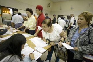 Al menos 26 mil latinos votaron en noviembre de 2008 cuando el entonces...