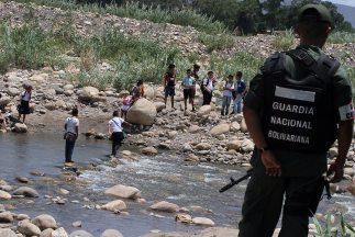 A través de esa amplia frontera existe una actividad de contrabando de a...