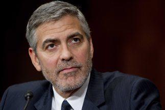 George Clooney habla ante el Congreso de EU de los crímenes ocurridos en...