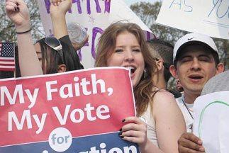 En 2008 había 19 millones de votantes latinos registrados y sólo 10.2 mi...