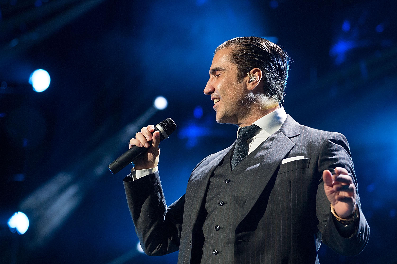 Alejandro fern ndez est de fiesta univision for Cancion en el jardin de alejandro fernandez