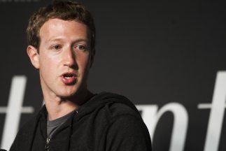 El director de Facebook, MarZuckerberg, sigue en campaña para convencer...