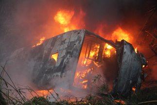 El saldo hasta el momento es de 23 autobuses incendiados o apedreados.(...