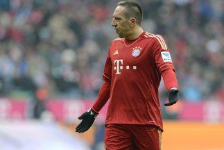Así debió verse un desconcertado Ribery cuando recibiera la visita de su...
