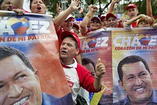 Seguidores del Presidente Hugo Chávez durante una manifestación de apoyo...