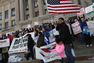 Manifestantes en más de 80 ciudades exigieron un alto a las deportacione...