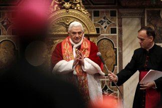 """El papa Benedicto XVI afirmó que Dios """"siempre es fiel a sus promesas"""" p..."""
