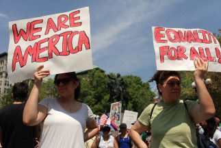 El congresista Joe García dice que se puede aprobar una reforma migrator...