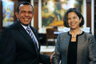 El presidente de Honduras recibió a María Otero, alta funcionaria de EU.
