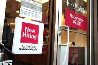 El índice de desempleo entre los hispanos bajo cuatro décimas al 8.17 %...