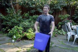 El fundador de Facebook se volcó un balde de agua helada y ahora quiere...