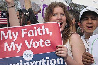 El tema del futuro de los 11 millones de inmigrantes indocumentados en E...