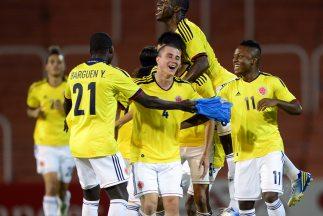 Con grandes fotografías y amplios titulares la prensa deportiva colombia...