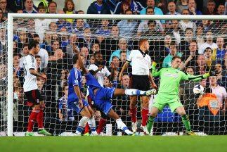 Obu Mikel anota para el Chelsea ante Fulham.