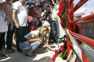 Ofrenda para las víctimas del tren descarrilado en España.