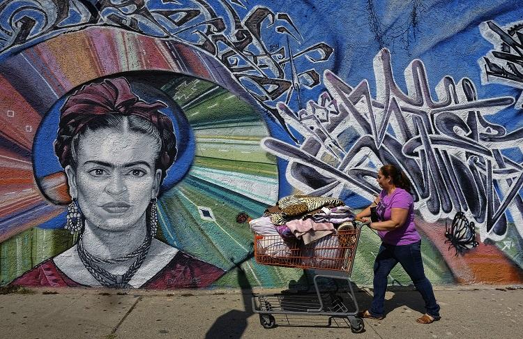 Los latinos le cambian el rostro a los ngeles con murales univision - Sculptures metalliques murales ...