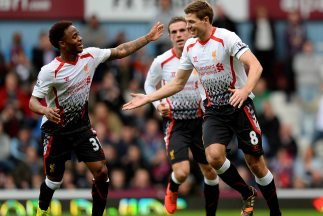 El capitán Gerrard convirtió los dos penaltis con los que los 'Reds' se...
