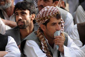 Militantes talibanes atacaron el sábado dos bases de la OTAN, y al menos...
