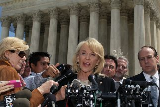 La gobernadora de Arizona, Jan Brewer, confía en un fallo favorable a la...