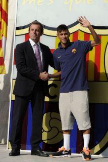 Sandro Rosell y Neymar cuando el brasileño llegó al Barcelona.
