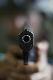 El menor presuntamente comenzó a dispara contra un grupo de jóvenes que...