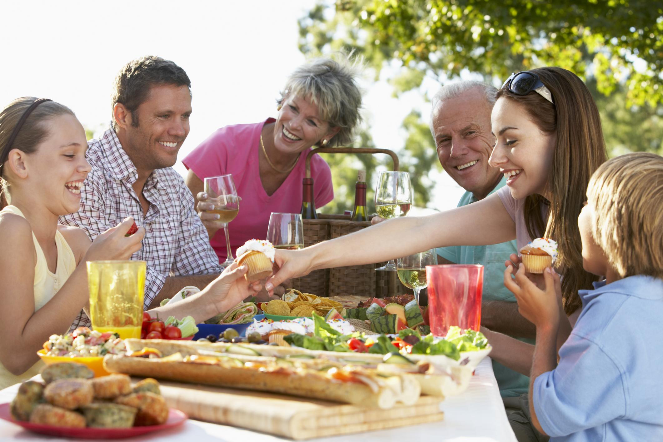 Plan para preparar una comida familiar univision for Menu para comida familiar