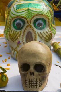 Durante el Día de Muertos una de las tradiciones es comerse a la misma m...