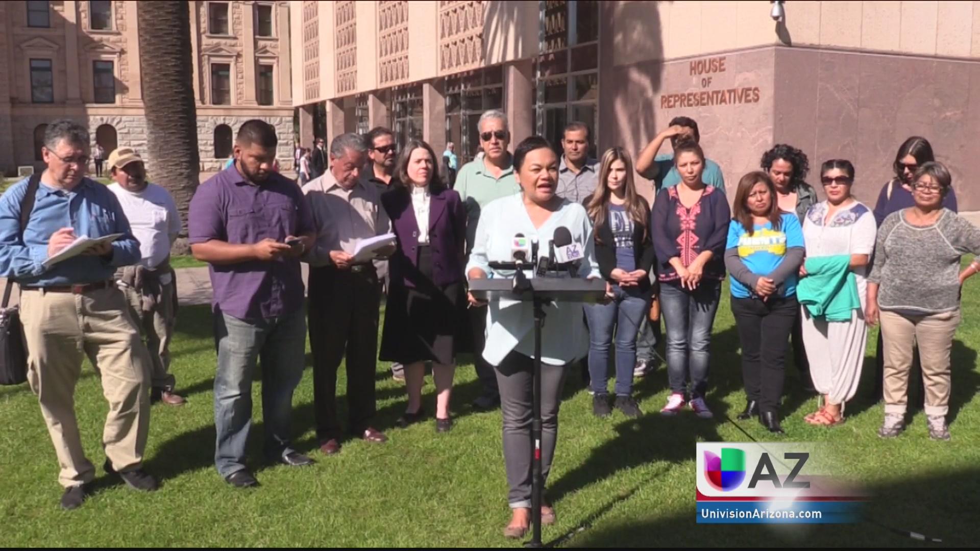 Activistas protestan por propuestas de ley antiinmigrantes
