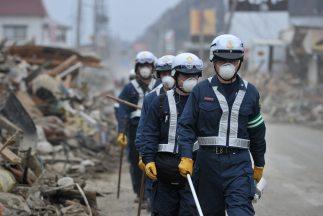 El terremoto y posterior maremoto o tsunami del 11 de marzo causó enorme...