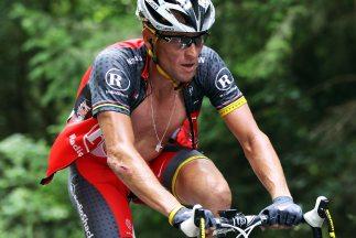 Lance Armstrong cree que todo el ciclismo está inmerso en el dopaje y pi...