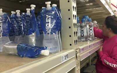 Miles de personas en Corpus Christi no pueden tomar agua potable por con...