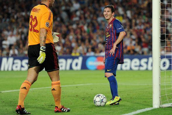 Messi estuvo muy cerca del gol pero el palo y el portero italiano no le...