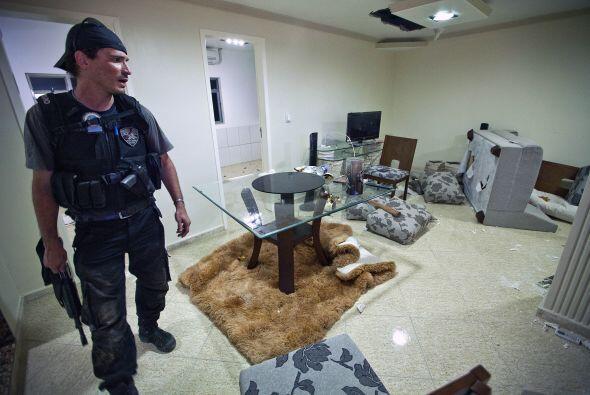 Antes de huir, los ocupantes de la residencia destruyeron con tiros de a...