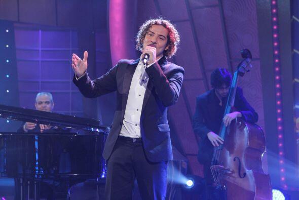 """Con su reconocido éxito """"Ave María"""", musicalizó el show y puso a todos c..."""